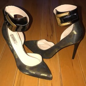 Army heels GUESS sz 91/2